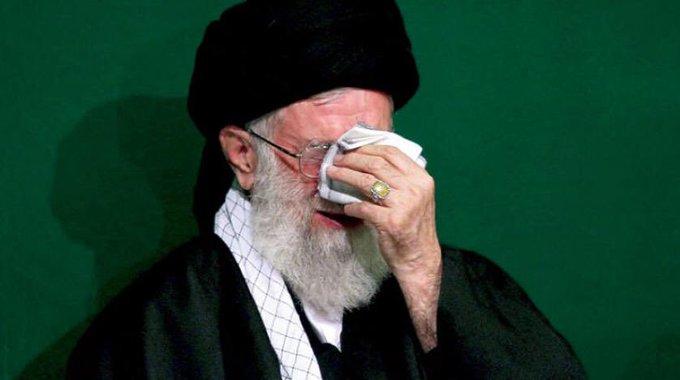 ההפגנות באיראן מתרחבות והמפגינים שורפים את דמותו של חמינאי