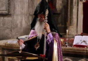 כומר בטקס באדראק (Badrak ceremony)