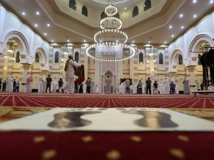 סימוני שמירת מרחק במסגד במכה
