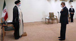 Kadhimi-Khamenei-meeting-No-shoes-p2