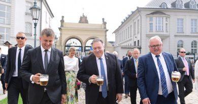 פומפאו עושה בביקור בצ'כיה