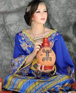 Berber-young-woman-bride-4-with-jar