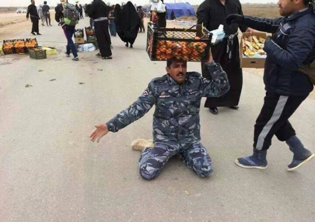 Arbaeen-2020-Food-and-Offerings-Officer-Knees-1a
