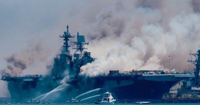 אניית מלחמה אמריקאית מוצאת מהשירות אחרי שנפגעה קשות בדליקה
